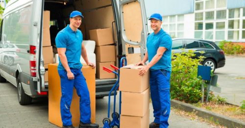 Choosing Between a DIY Move and a Professional Moving Company